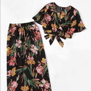 NWOT Floral Print Knot Top With Wide Leg Pants